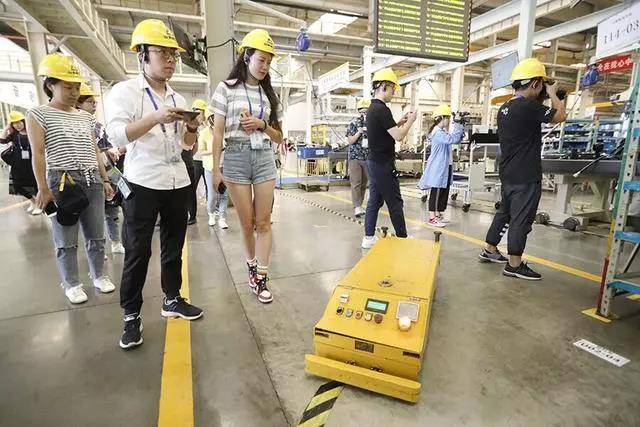 山东临工内部消耗130台AGV机器人
